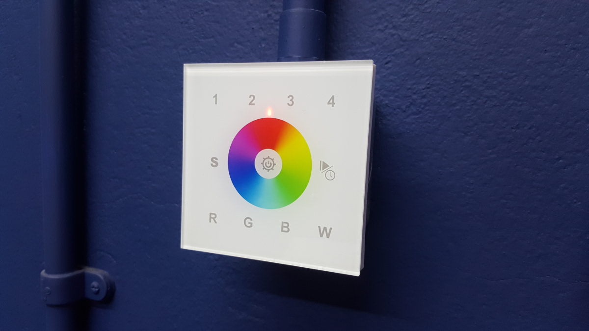 RGBW LED wall mounted controller